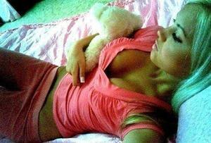 Shenna from Kihei, Hawaii is looking for adult webcam chat