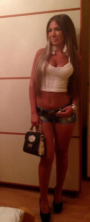 Pauletta from  is looking for adult webcam chat
